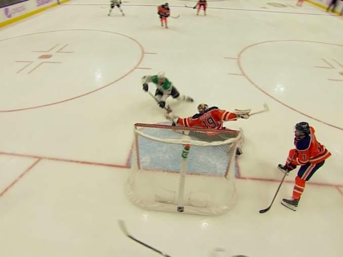 Edmonton Oilersin Mikko Koskiselta huikea torjunta: nollasi Dallas Starsin Nicholas Caamanon avopaikasta.