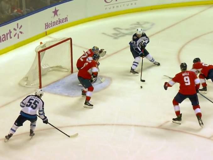 Winnipeg Jetsin Patrik Laine rikkoi 200 tehopisteen rajan NHL-urallaan, kun hän keräsi vierasottelussa Florida Panthersia vastaan tehot 0+3.