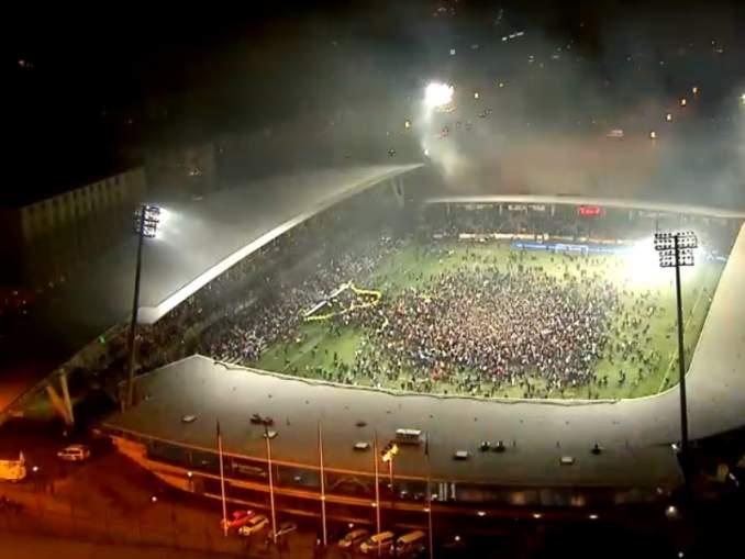 UEFA ei rankaissut Suomea EM-karsintaottelun jälkitunnelmista, kun satoja ihmisiä ryntäsi Huuhkajien voiton jälkeen Telia 5G areenalla kenttäalueelle.