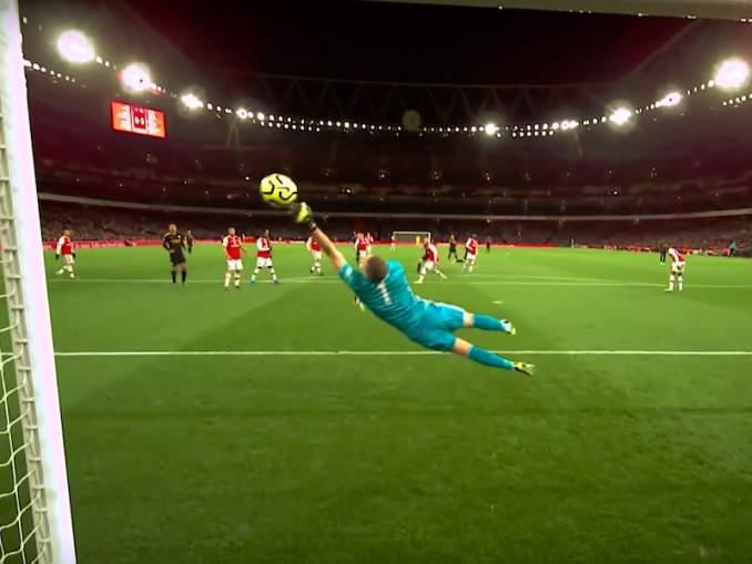 Arsenalin Bernd Lenolta huikea torjunta Manchester Cityä vastaan: eittämättä yksi koko kauden komeimmista torjunnoista.