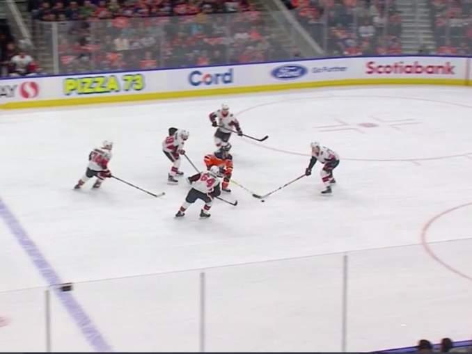Connor McDavid on pidättelemätön NHL-jäillä. Tällä kertaa vuorossa oli Ottawa Senators, joka yritti pitää supertähden aisoissa, mutta tuloksetta.