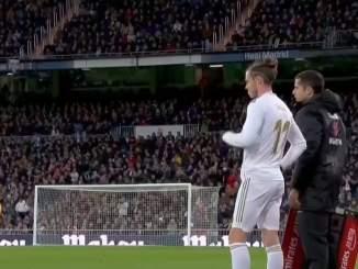 Gareth Balelta loistava reaktio kotiyleisön buuauksille.