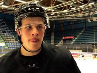 Nyt se on varmaa: Jesse Puljujärvi jatkaa loppukauden Kärpissä, sillä NHL:n takaraja rajoitettujen vapaiden agenttien osalta oli puoliltaöin.