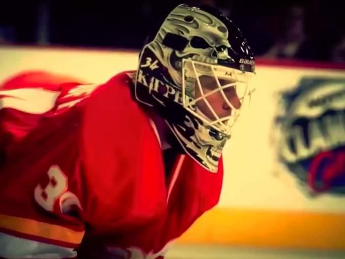 Miikka Kiprusoff palasi Calgaryyn ja hänelle osoitettiin Flames-fanien toimesta suosiota seisaaltaan.