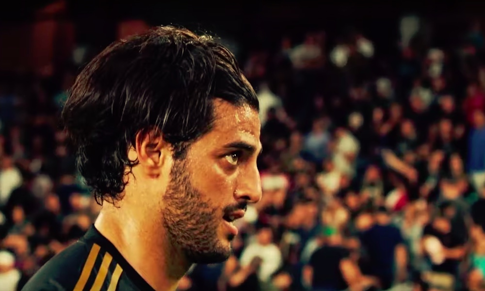 Carlos Vela MLS:stä FC Barcelonan uudeksi ykköshyökkääjäksi? Katalonialaisseura on kriisissä Luis Suarezin leikkauksen myötä.