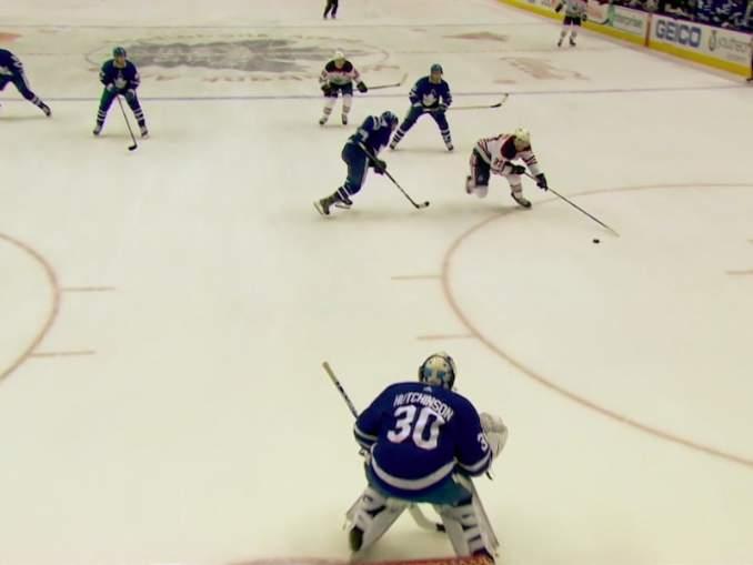 Connor McDavidilta nähtiin huikea maali Toronto Maple Leafsia vastaan: kyseessä oli hänen ensimmäinen NHL-maalinsa kotikaupungissaan.