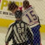 Jesperi Kotkaniemi tappeli NHL-urallaan ensimmäistä kertaa ja suorastaan pieksi Philadelphia Flyersin Robert Häggin.