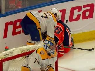 Connor McDavid viikkoja sivussa, vaan vähätteleekö Edmonton Oilers supertähtensä vamman vakavuutta?