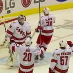 Zamboni-kuski torjui Carolinalle voiton huipputärkeässä vierasottelussa Toronto Maple Leafsia vastaan, Hurricanesin molempien maalivahtien loukkaannuttua.