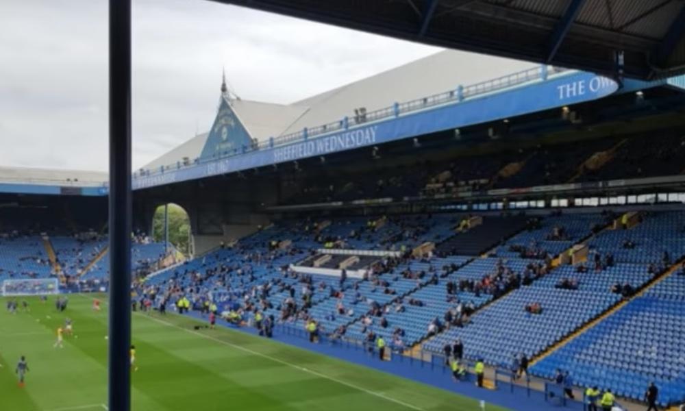 Sheffield Unitedin kannattajat murtautuivat paikallisjoukkueen stadionille ja jättivät keskelle kenttää sellaisen yllätyksen, joka aiheutti ihmetystä.