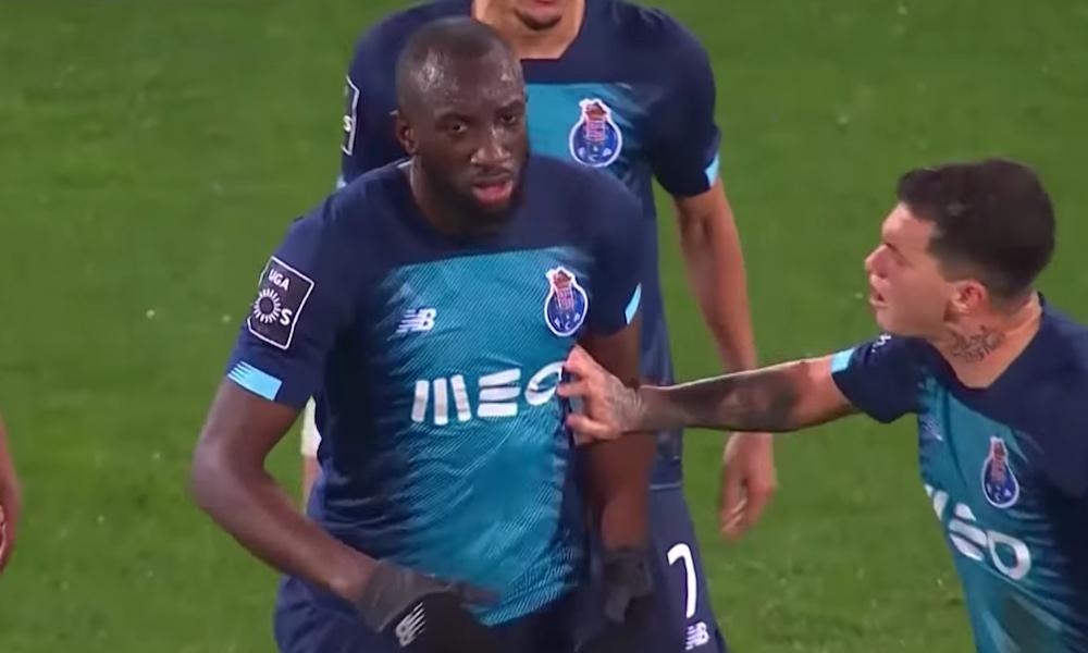 Fanien rasistinen käytös sai Portugalissa aikaan melkoisen tilanteen. Solvaukset menivät niin pitkälle, että Moussa Maregajoutui jättämään ottelun kesken.