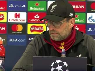 Jürgen Klopp raivostui Liverpoolin faneille, kun nämä yrittivät keskellä koronaviruskriisiä vetää hänen kanssaan ylävitosia.