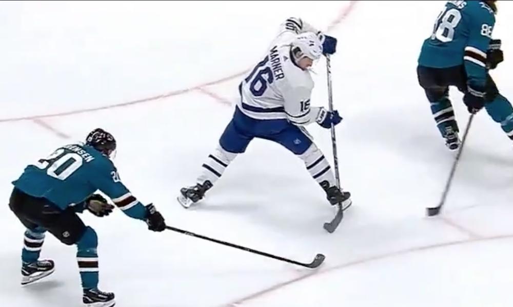 Marner taituroi ilmiömäisen maalin. Toronto Maple Leafsin supertähti väläytteli taitojaan San Jose Sharksin isännöidessä NHL:ssä viime yönä.