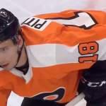 Philadelphia Flyersin Tyler Pitlickin taklaus meni mönkään NHL:ssä. Tuomari jäi hyökkääjän alle, mutta osuma ei ollut täydellinen.