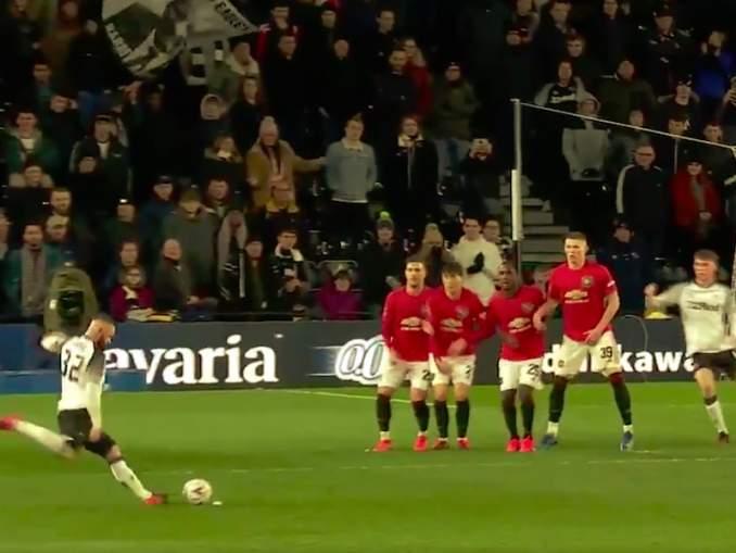 Derby Countyn Wayne Rooneyn upea maali Manchester Unitedin verkkoon jäi syntymättä Sergio Romeron huippupelastuksen myötä; täydellinen loppu jäi näkemättä.
