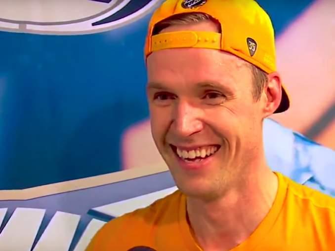 Pekka Rinne jongleeraa tällä hetkellä kiekkojen pysäyttämisen sijaan: hän päätti opetella uuden harrastuksen koronaviruspandemian aiheuttaman tauon aikana.