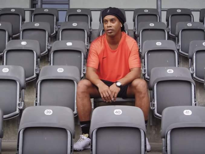 Jalkapallolegenda Ronaldinho otti pataan varkaalta ja murhaajalta, vankilassa järjestettävässä jalkapallotennisturnauksessa.
