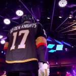Vegas vaihtamassa harmaan kotipaitansa täysin kultaiseen, vaikka nykyinen paita valittiin juuri pelaajien keskuudessa koko liigan toiseksi hienoimmaksi.