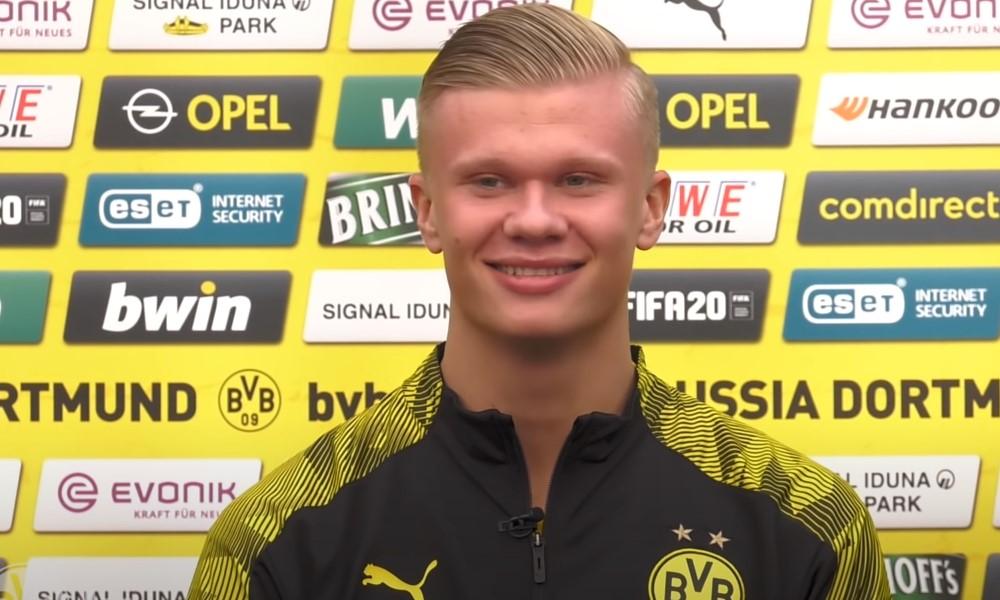 Erling Håland ilmoittautui jalkapallomaailmalle vuosi sitten.