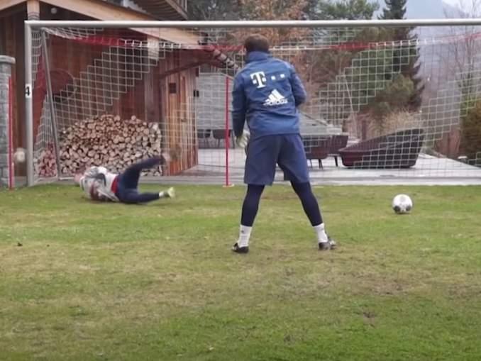 Manuel Neuer ei treeneissä löysäile - ei vaikka treenit olisi kotona.