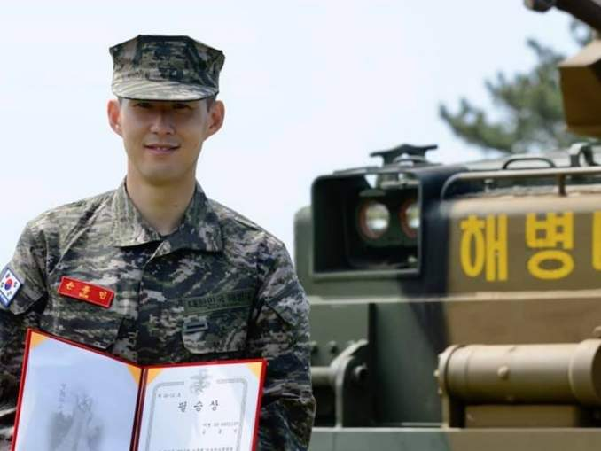 Son Heung-Min suoritti armeijaleirin loppuun ja hän oli kurssinsa yksi viidestä parhaimmasta suorittajista koko saapumiserässä.