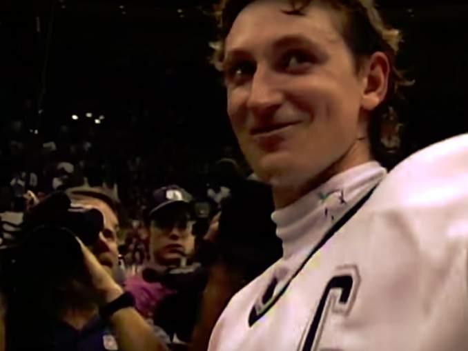 Wayne Gretzky paljasti, keiden NHL:n nykypäivän tähtien kanssa hän haluaisi päästä pelaamaan: Sidney Crosby ei päässyt mukaan.