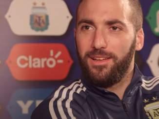 Gonzalo Higuain ei näyttänyt nauttivan jalkapallon paluusta.