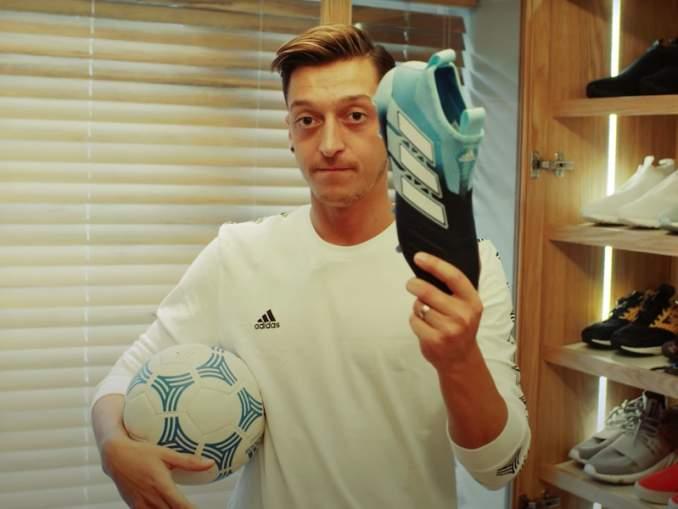 Saksalaisraporttien mukaan Mesul Özil menettää 22 miljoonan sopimuksensa Adidakselle, kiitos hänen ystävyytensä Turkin presidenttiin ja poliittisten kannanottojen.