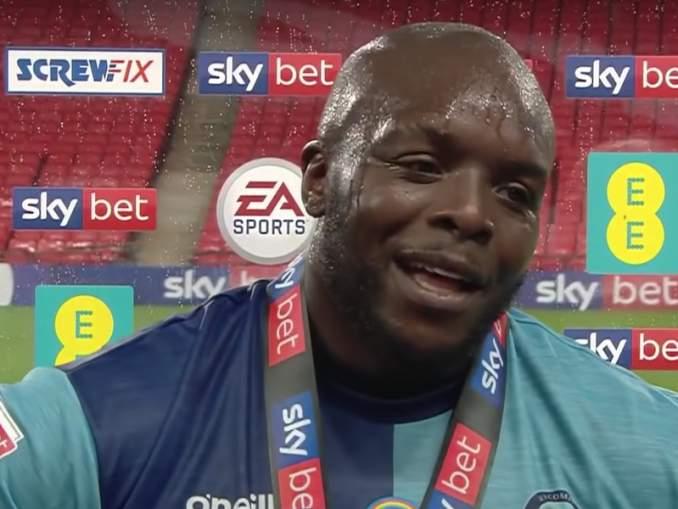 Wycombe Wanderers mestaruussarjaan ensimmäistä kertaa ikinä. Joukkueen Adebayo Akinfenwansai onnittelupuhelun Liverpoolin Jürgen Kloppilta.