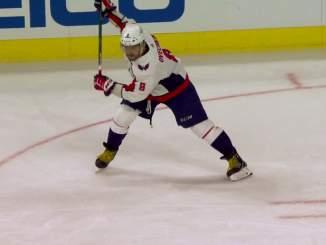 Alexander Ovechkin kavensi Washington Capitalsin ja New York Islandersin välisen ottelusarjan 3-1:een kahdella maalillaan.