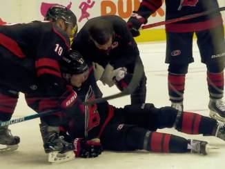 Bostonin selostaja sekoili jälleen: syytti Andrei Svechnikovia oman loukkaantumisensa aiheuttamisesta.