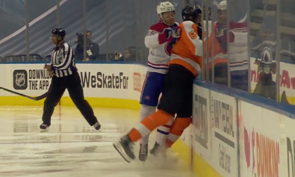 Jesperi Kotkaniemi lensi suihkuun pudotuspeliottelussa Philadelphia Flyersia vastaan: tuomiota on yleisesti ottaen pidetty kyseenalaisena.