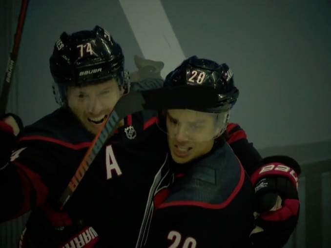 Heiskanen ja Aho ilmiliekeissä NHL:n pudotuspeleissä!