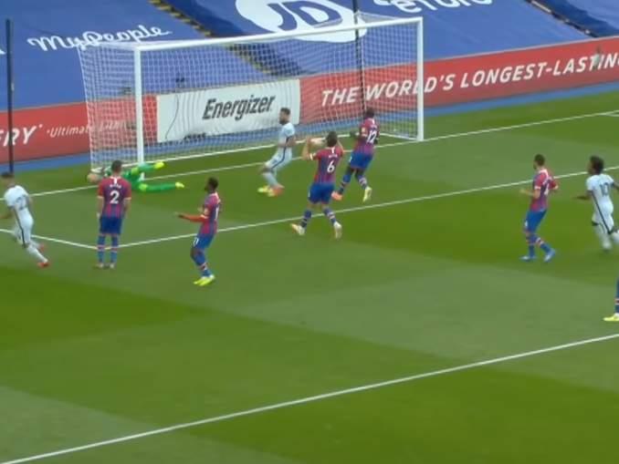 Chelsea julkaisi kolmospaitansa maanantaina aamupäivällä. Paidan väritys sai Valioliiga-seura Crystal Palacen heti reagoimaan.