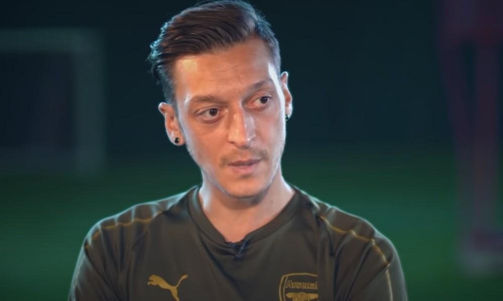 Mesut Özil on todellinen sankari - haluaa auttaa irtisanottua maskottia.