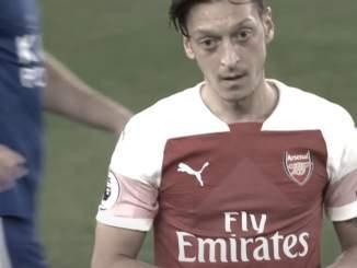 Mesut Özil melkoisessa tilanteessa Arsenalissa - ei mahdu joukkueeseen.