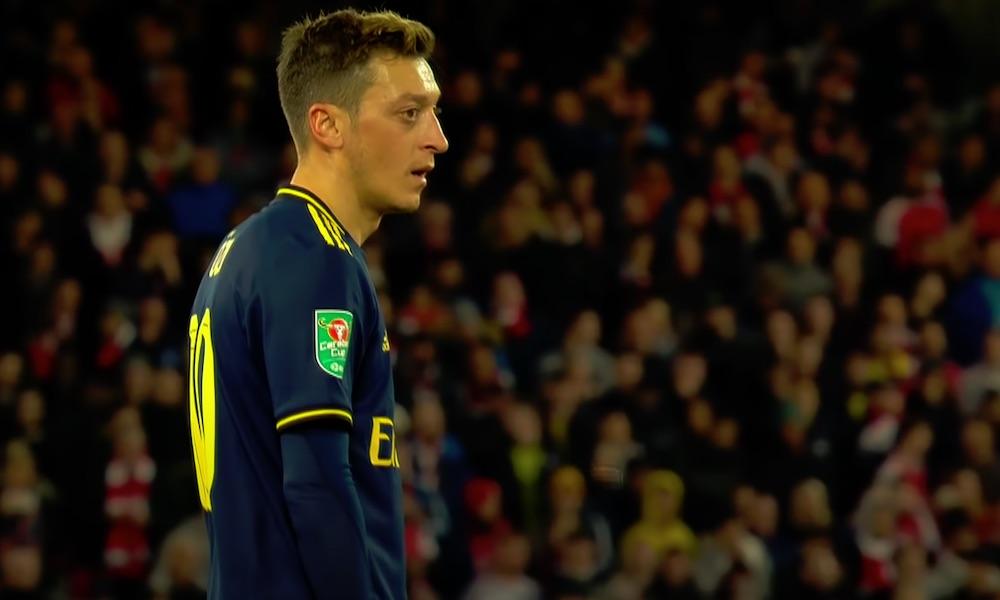 Mesut Özil on uskomaton hyväntekijä, joka auttaa lukuisia hädässä olevia ihmisiä ympäri maailman.