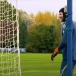 Shokkiuutinen! Uransa lopettanut Peter Cech nimettiin Chelsean Valioliiga-miehistöön.