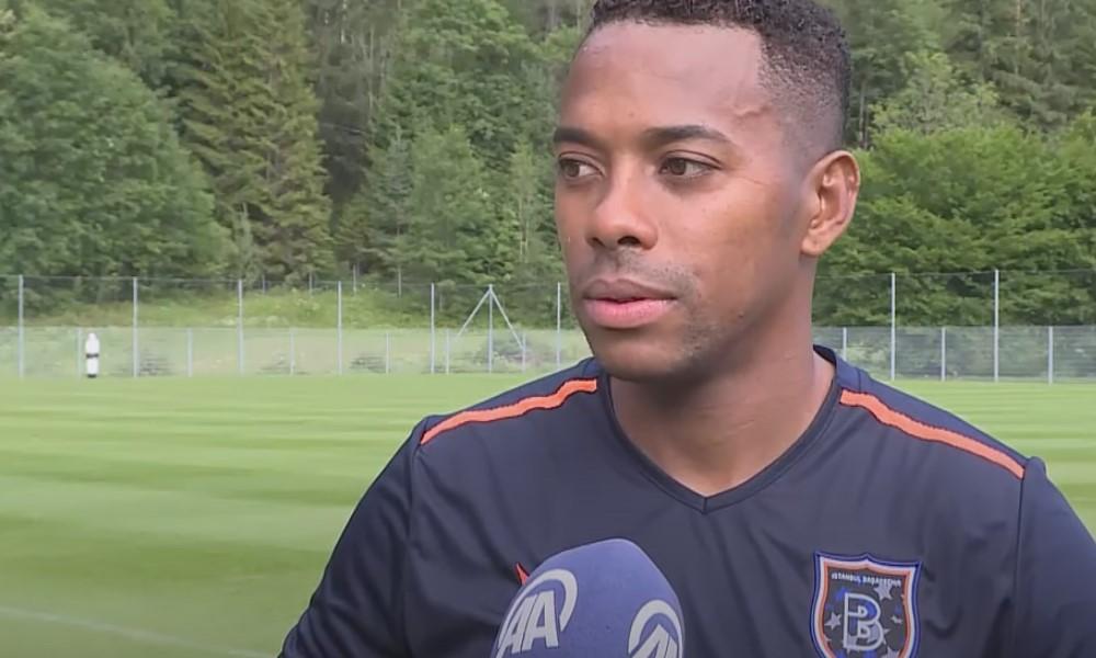 Robinho kirjoitti Santos-sopimuksen - purettiin kuusi päivää myöhemmin.