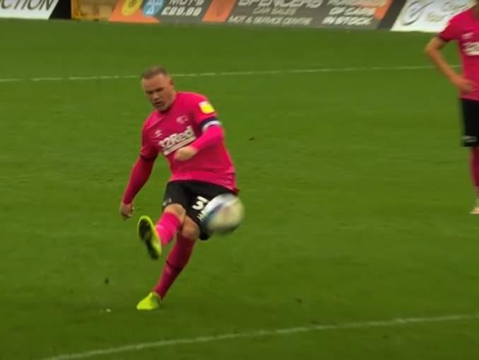 Wayne Rooneysta Derbyn valmentaja kesken kauden? Phillip Cocu on potku-uhan alla.