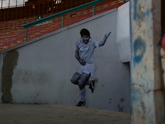 EA Sports kunnioitti Diego Maradonaa jakamalla FIFA 21 -videopelissä Ultimate Team -pelimuotoon kaikille Argentiinan pelipaidat ja Maradona -tifot. | Urheiluvedot.com