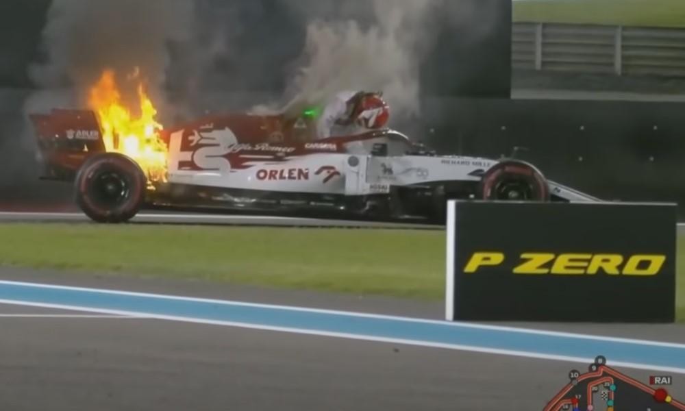 Kimi Räikkönen muuttui Icemanista firemaniksi - pelasti autonsa.