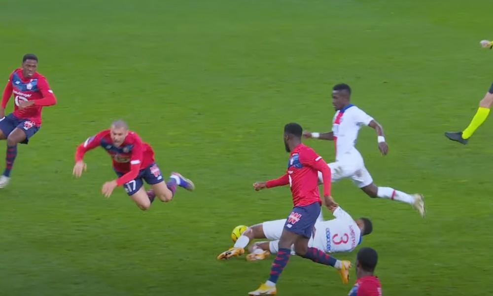 PSG:n Kimpembe pelasti vastahyökkäyksen upealla liu'ulla.